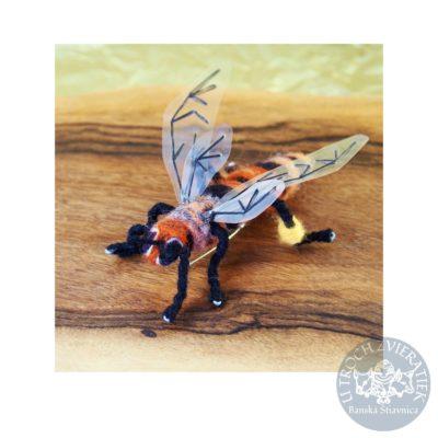 Plstená brošňa Včielka