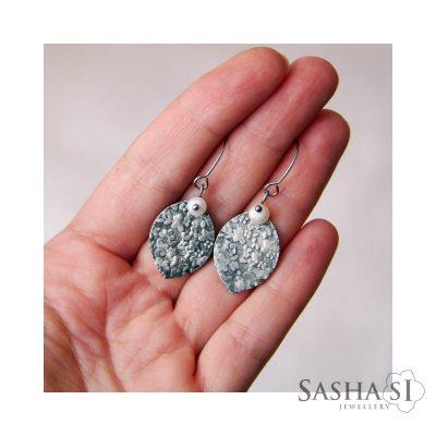 Náušnice navette s perlou kolekcia PATINA SashaSi